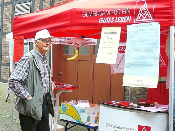 DGB-Vorsitzender Heinz Starnick informiert Bürger immer wieder über das Freihandelsabkommen. Viele wüssten kaum darüber Bescheid. Foto: nn