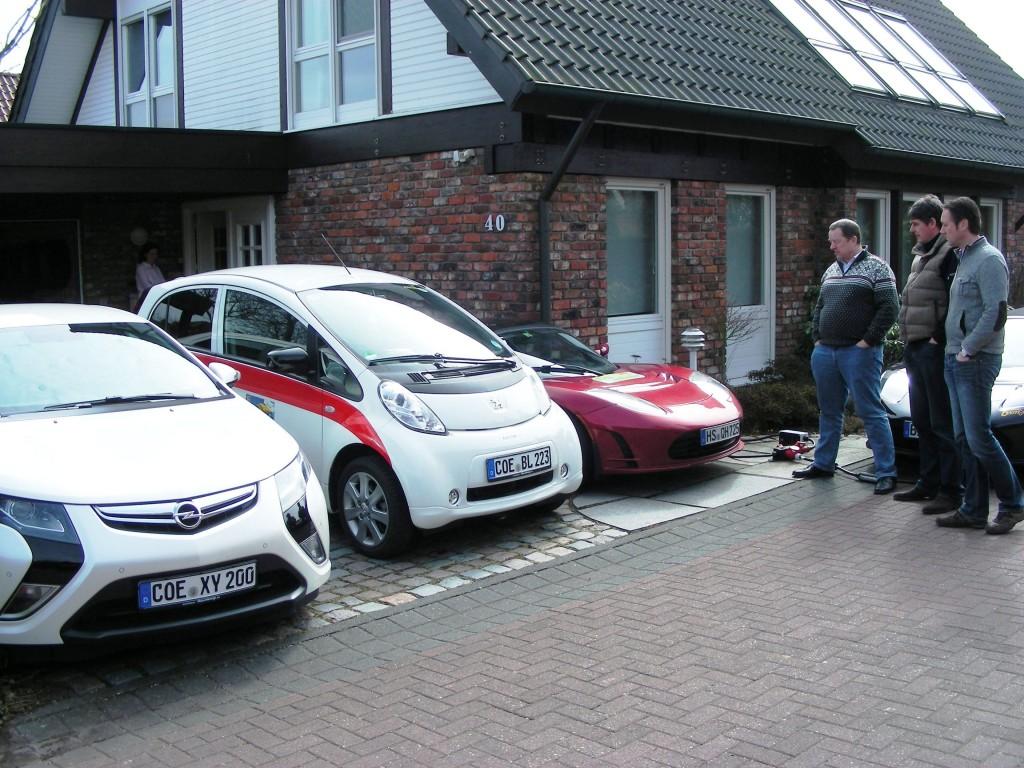 Um dieses Haus geht es in dem Vortrag von Carsten Fischer, es ist inzwischen fast energieautark (hier Einweihung der Drehstrom-Ladestelle 2013)