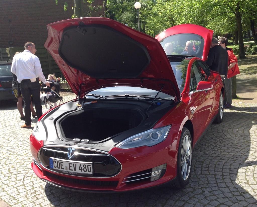 Der Tesla Model S ist immer wieder der größte Zuschauer-Magnet.